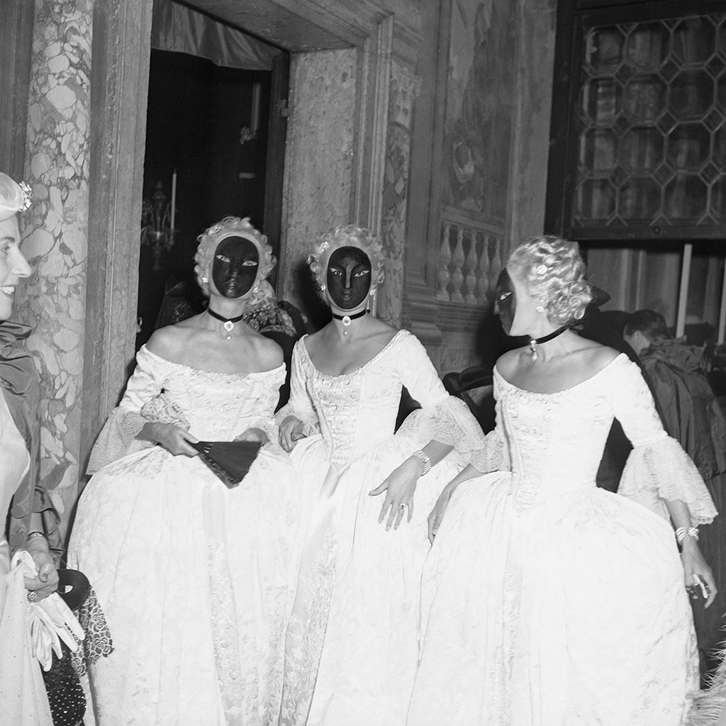 Last Queen of Paris, Jacqueline, comtesse de Ribes, multiplied herself by commissioning matching costumes for two attendants.