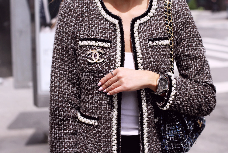 Tweed jacket. Chanel pearls