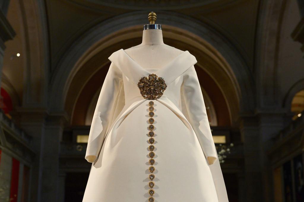 Costume-Institute-Metropolitan-Museum-Art-Met-Manus-Machina-Exhibit-Fashion-Tom-Lorenzo-Site-1.jpg