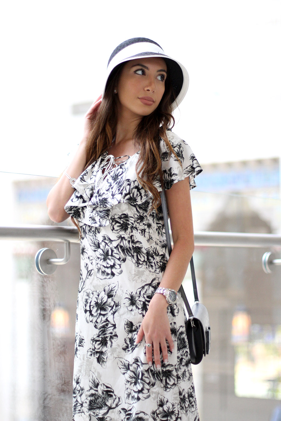 Blogger Ulia Ali wearing 20s style cloche hat