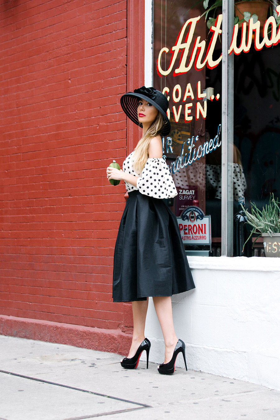 Amazing elegant classy look worn by NYC blogger Ulia Ali. Pastiche of Old Hollywood star. Ascot inspiration.