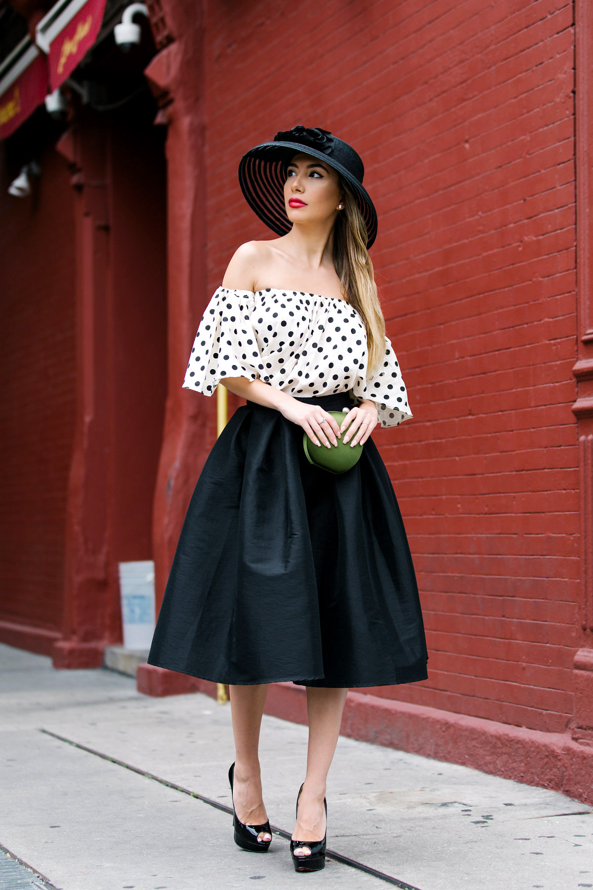 Elegant classy look in black and polka dot. Big hat. Formalwear look by blogger.