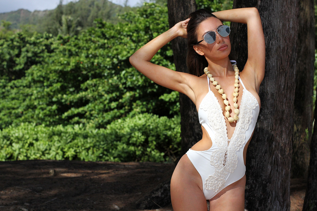 White swimsuit on Kauai island in Hawaii. Zaful review. Model: Ulia Ali