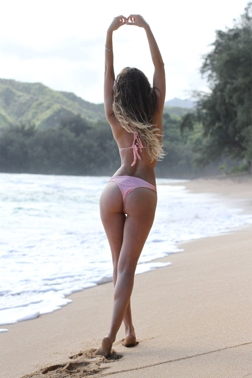 What to wear on your honeymoon in Hawaii? Gorgeous pink bikini on Kauai island.