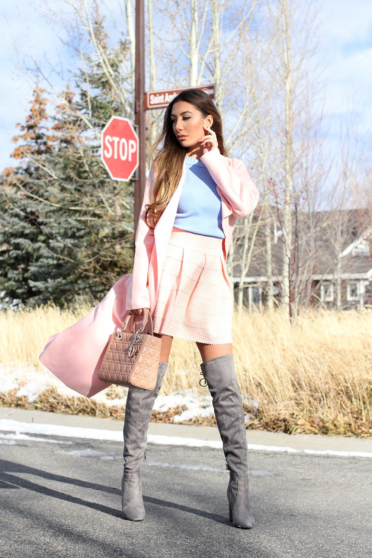 Азербайджнаская блогер Улия Али живущая в США показывает зимнюю моду окрашенную в пастельные цвета.