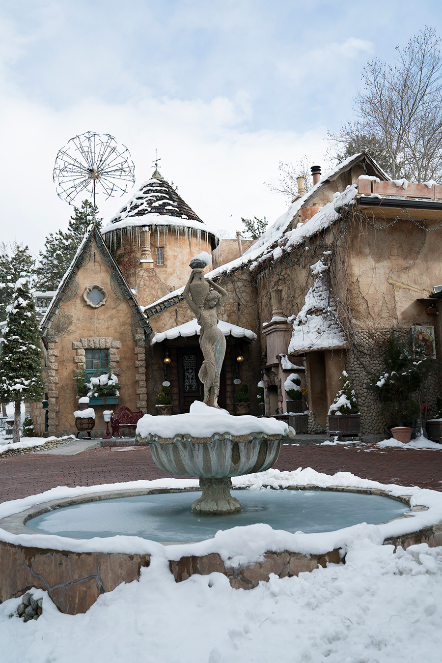 Gorgeous romantic fairytale castle open to public. Restaurant.