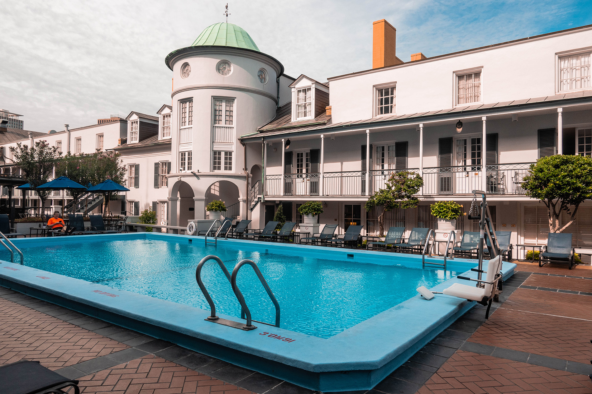 royal-sonesta-new-orleans-amazing-pool-view-hotel-luxury.jpg