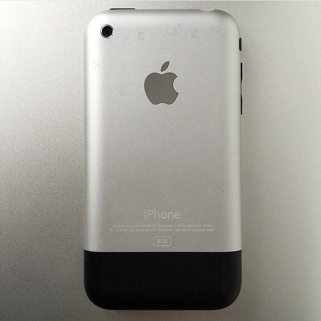 #tbt 1st Generation iPhone 8GB #framedtech #art #gadgetstore #gaming #makers #makerssummit 🕹💾💻📱