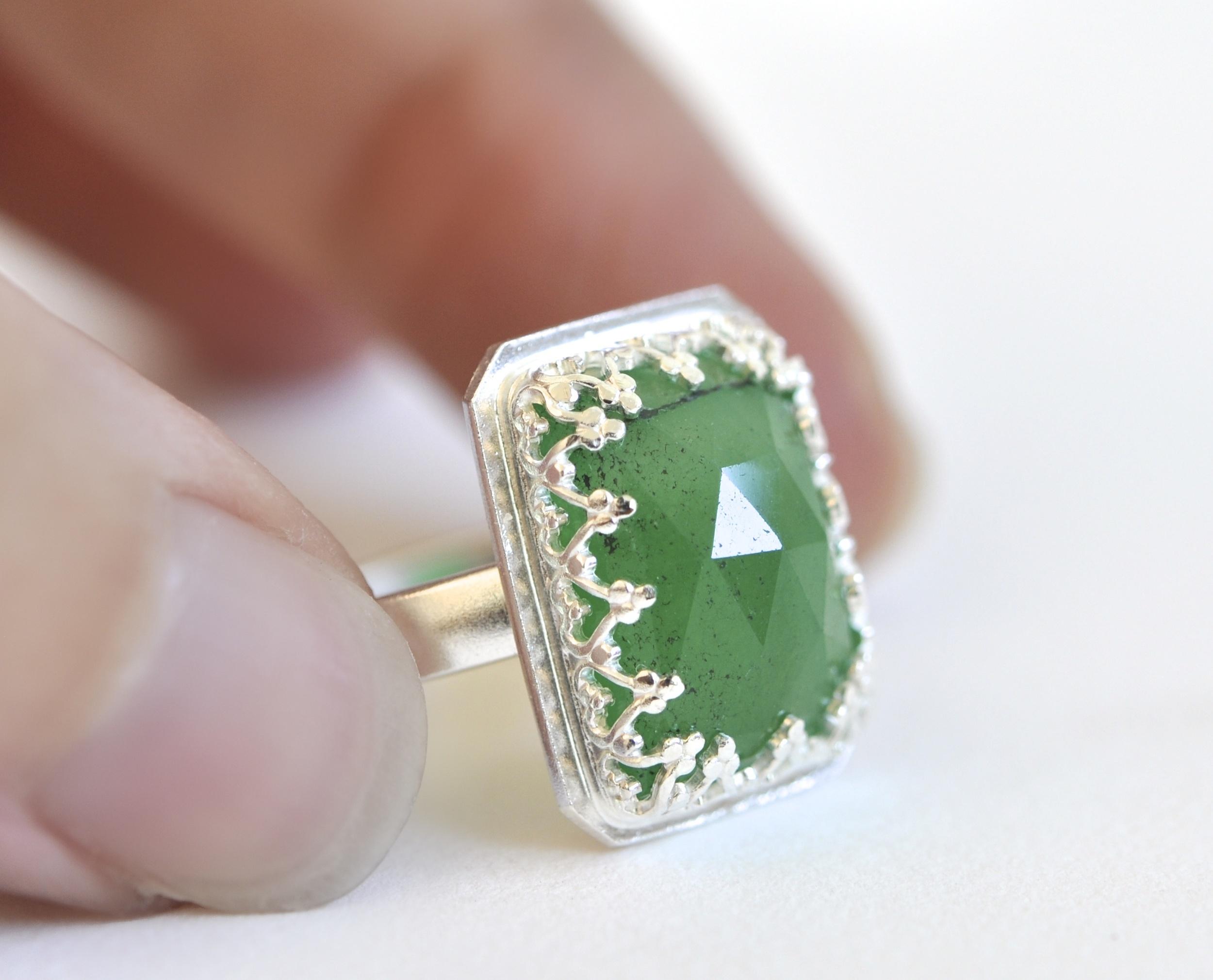 SSR rectangular green jade crown bezel.jpg