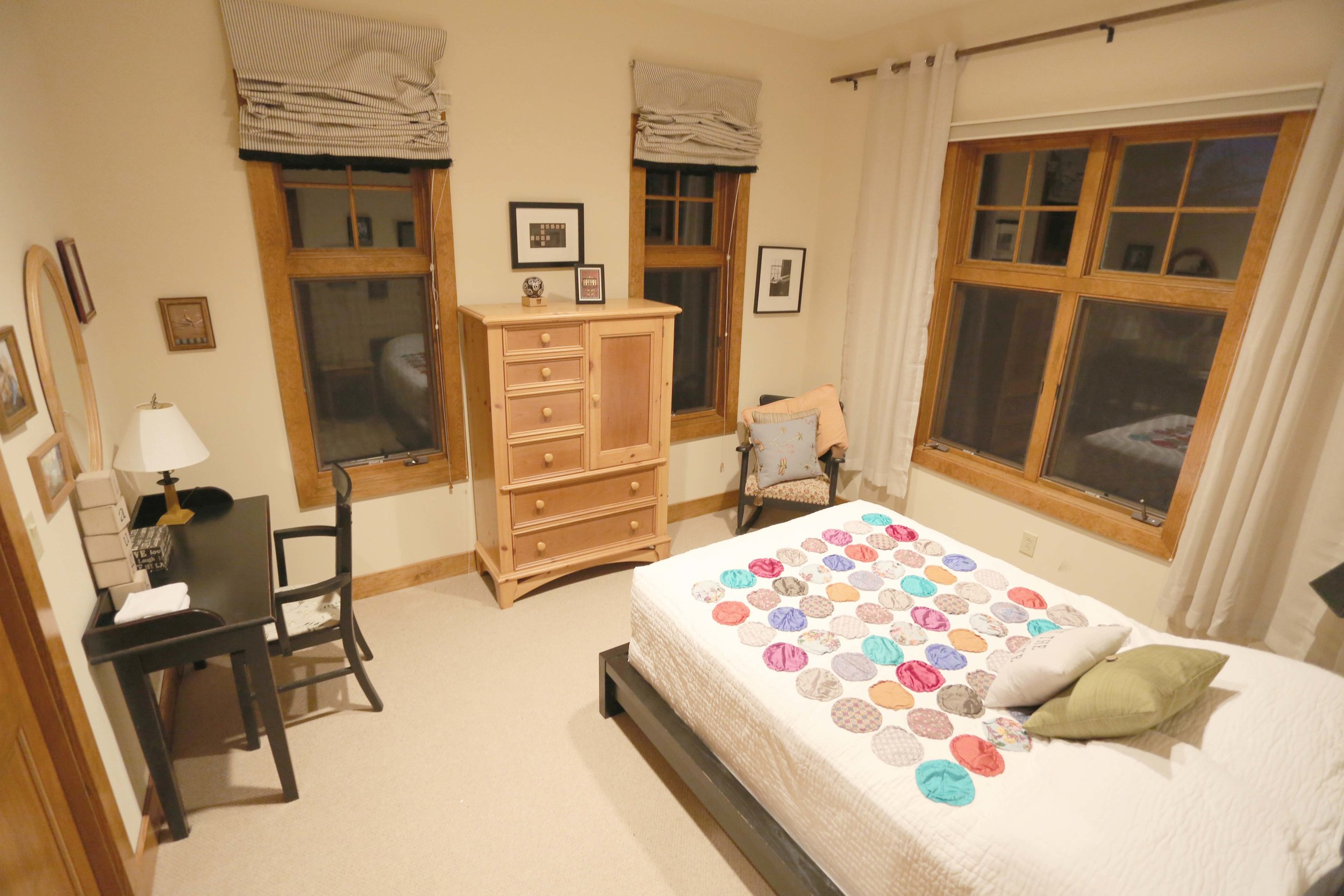 The Circle Lodge Love 'n Laugh Room has a Queen bed and full bathroom (Private on weekdays, shared on weekends). Horseshoes, bocci, shuffleboard, fishing pond on site. Organic produce straight from farm steps away.