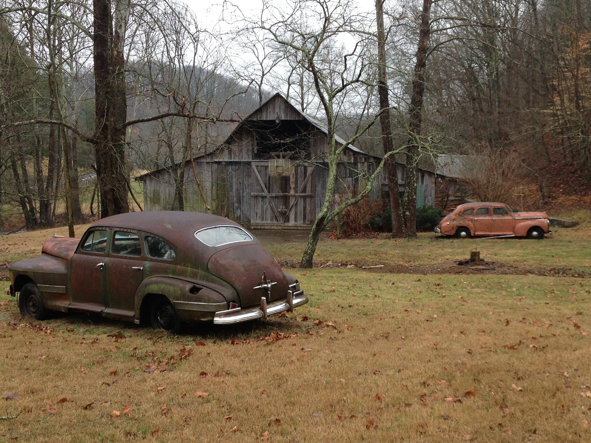 1941 cars outside barn.JPG