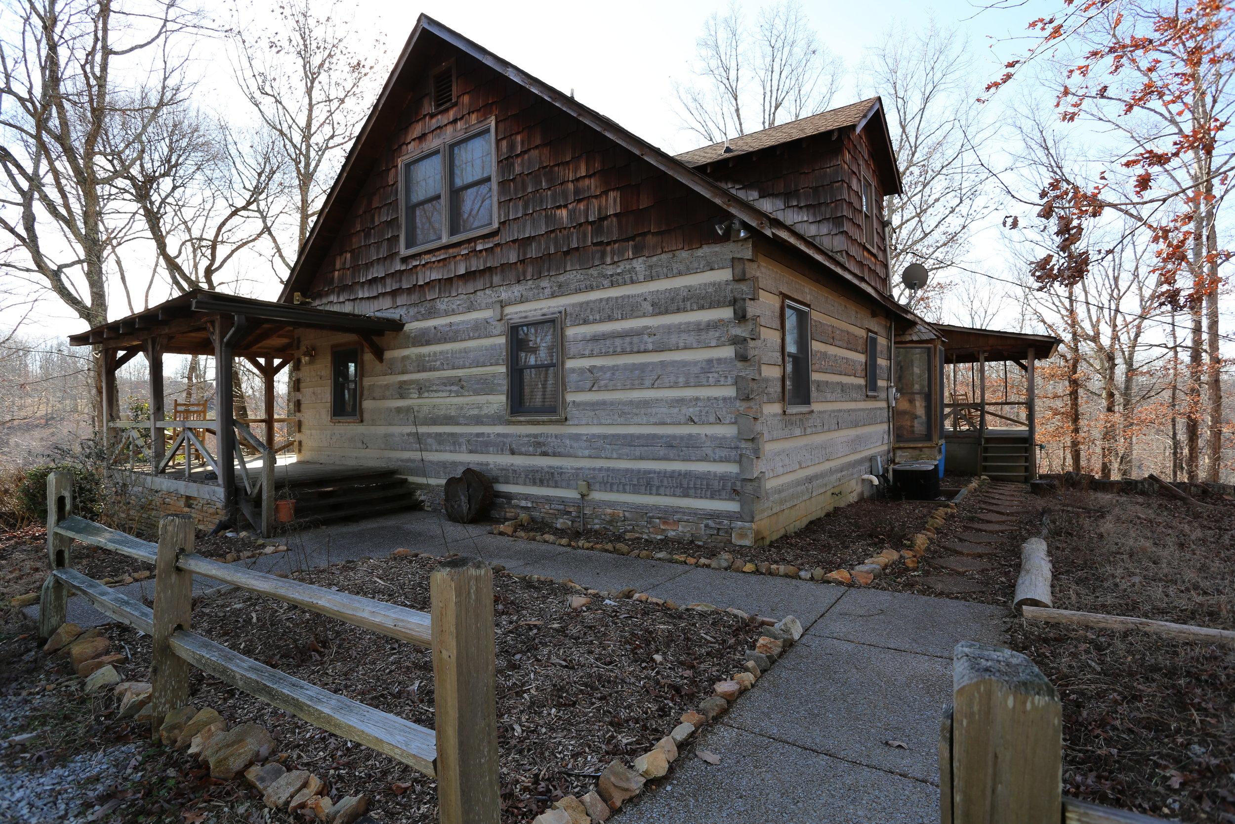 Log House Sideview.JPG