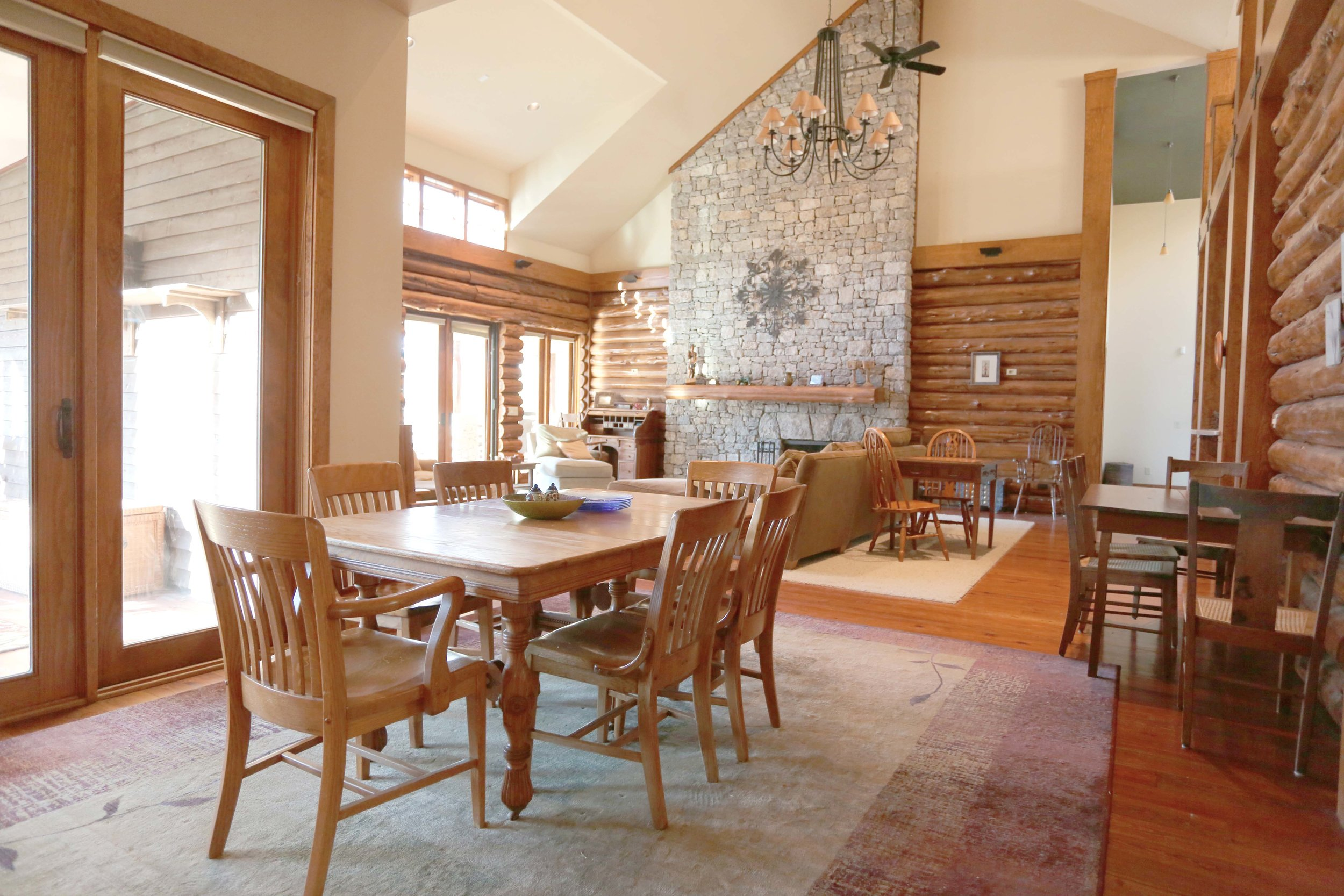 Lodge dining.jpg