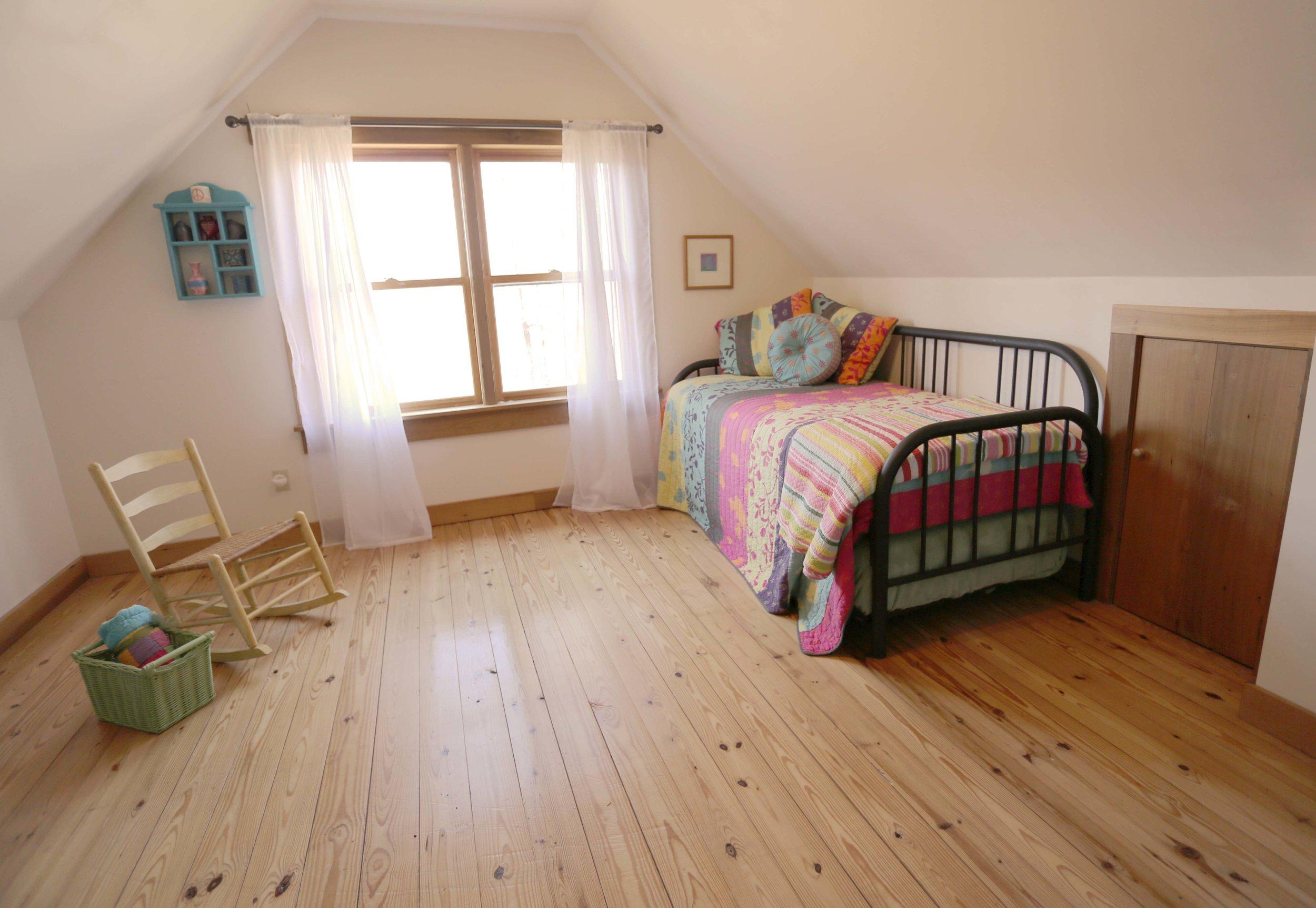 Loveshack Bedroom2.jpg
