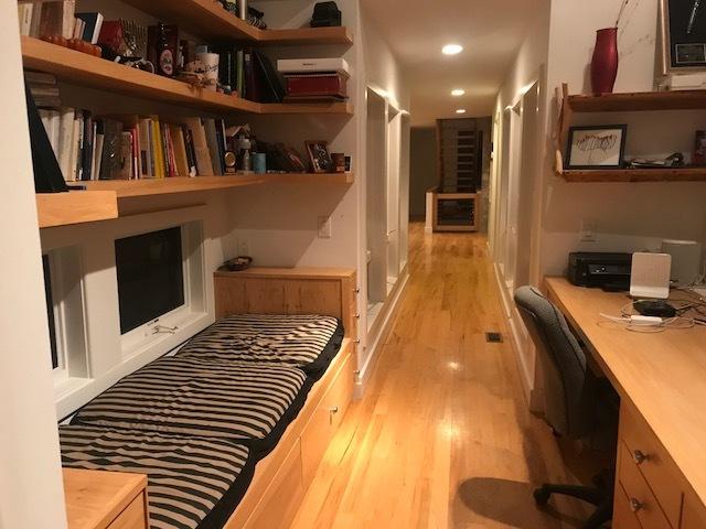Par Hallway with daybedd.jpg