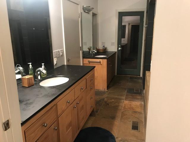 Par master bathroom.jpg