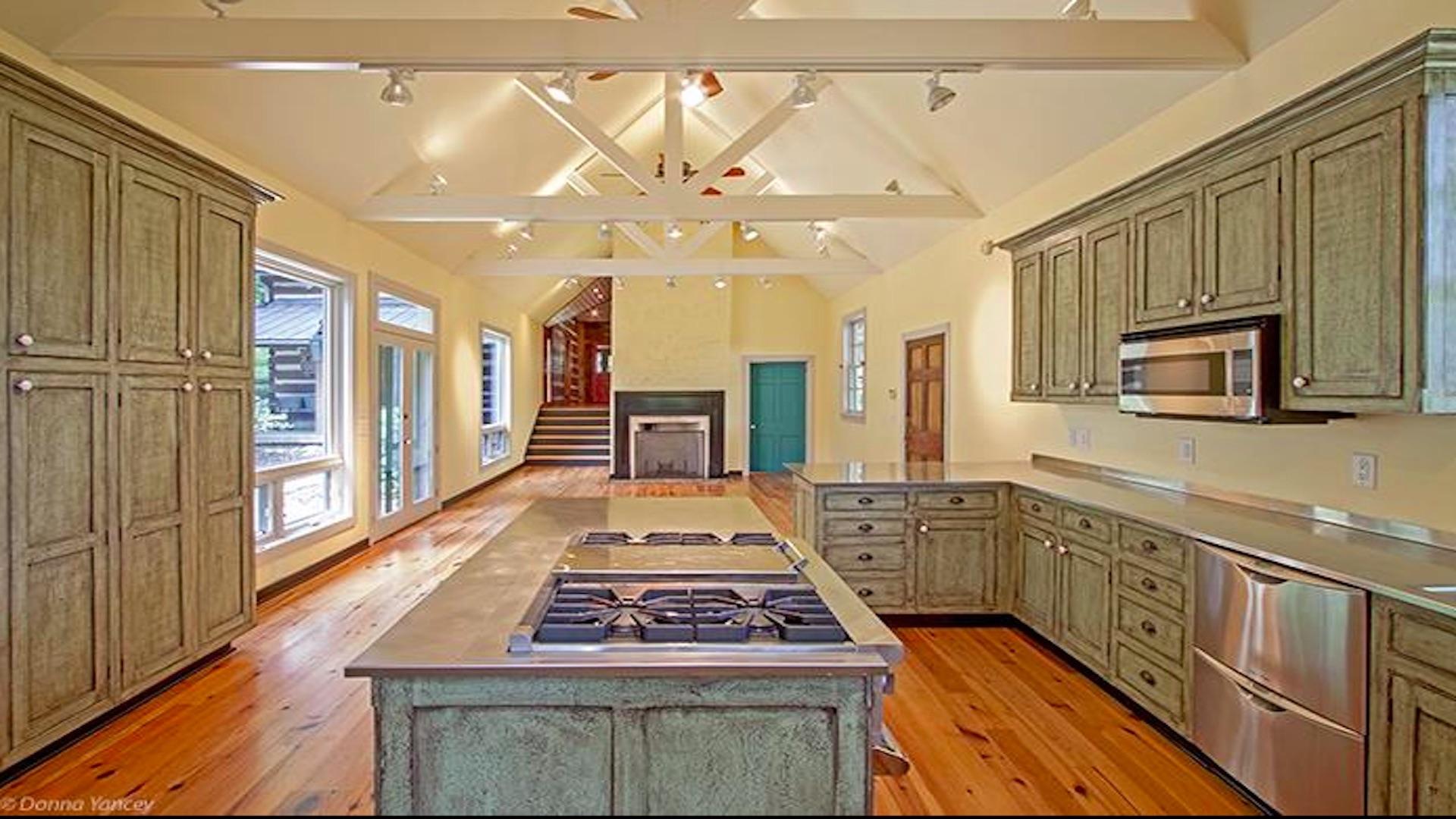 H kitchen.jpg