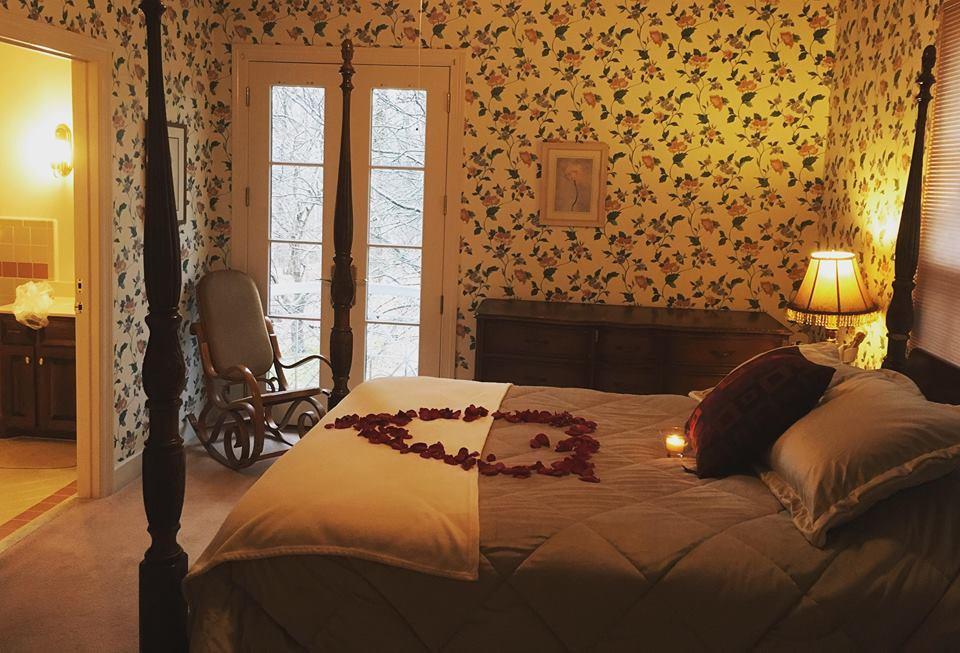 Mansion Spring Room - Queen