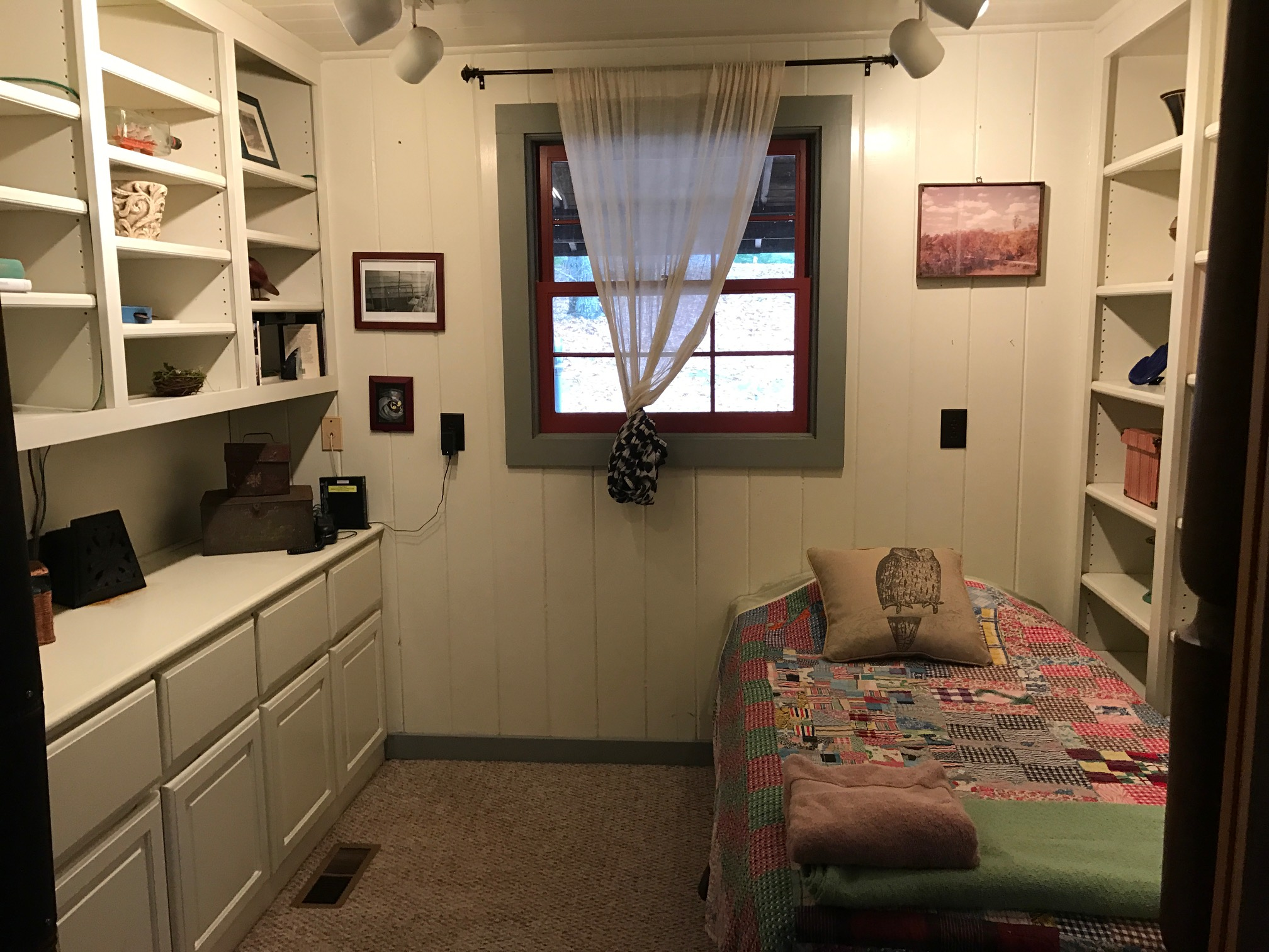 LT Alcove nook twin bed.JPG