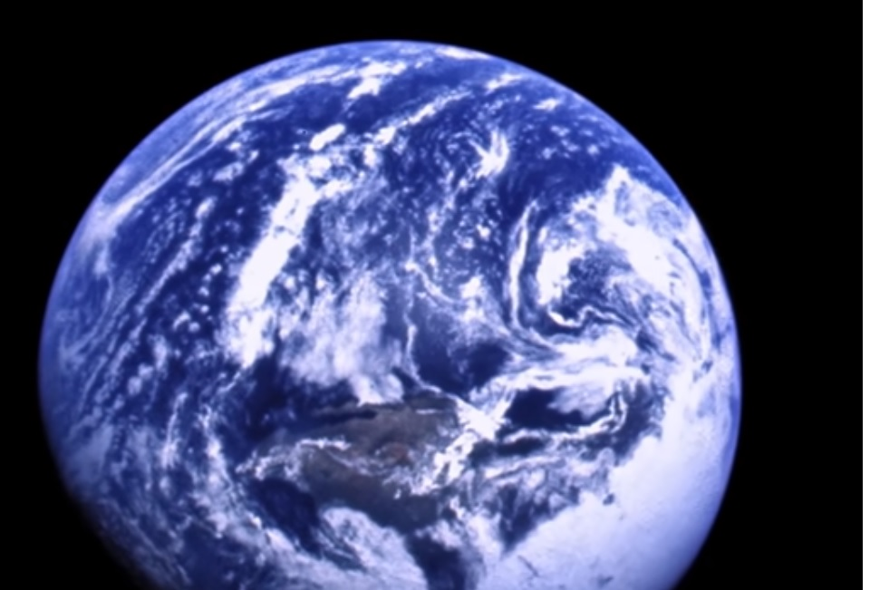 02 Earthrise.jpg
