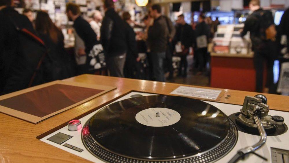 27 - vinyl swap meet 1.jpg
