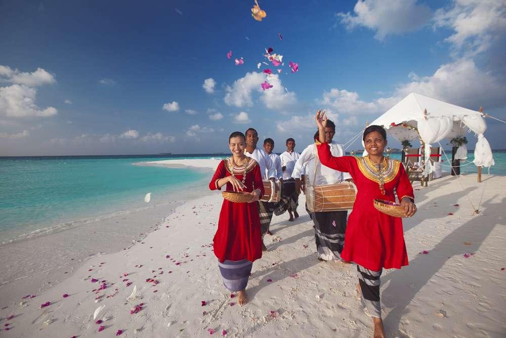 A beautiful Baros Sandbank wedding.