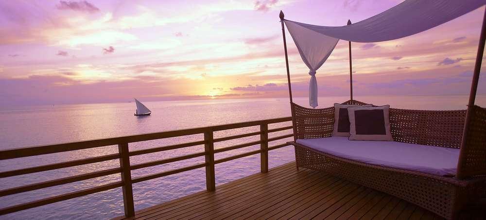 baros-maldives_wv-sunset-deck_hr.jpg
