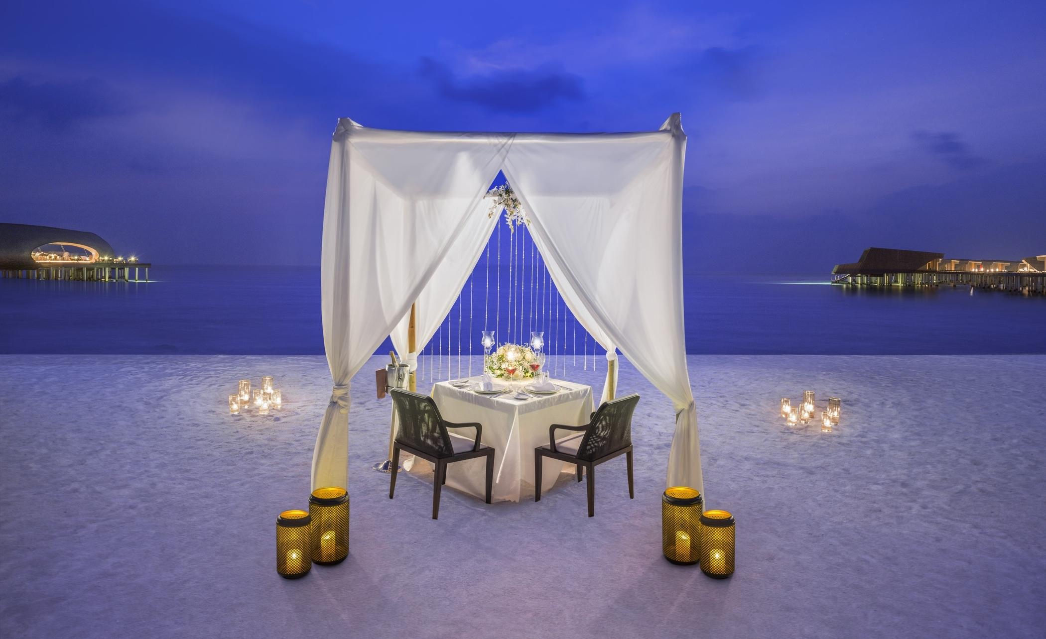 str4315ed-212689-Romantic Dinner by the Beach-Med.jpg