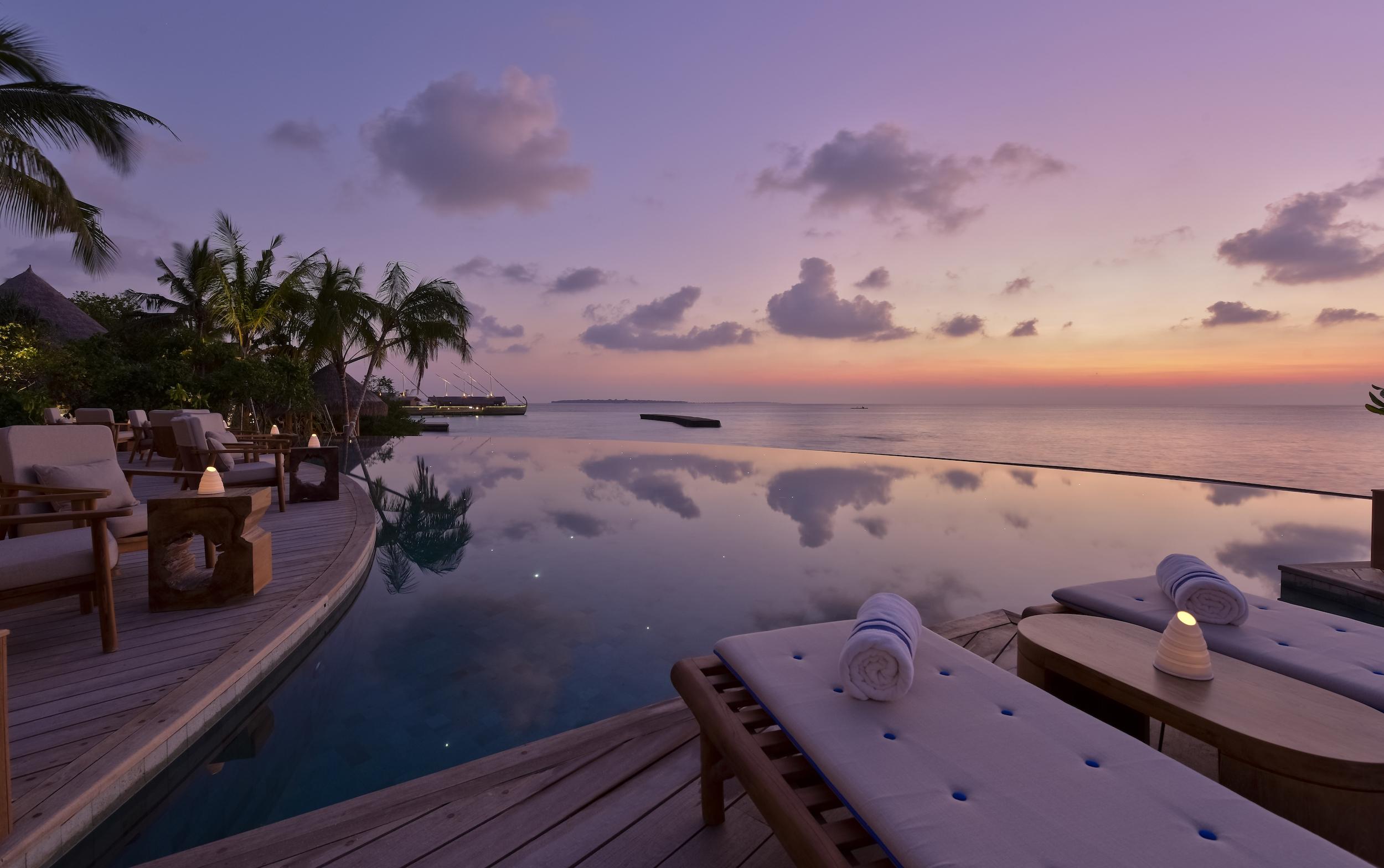 Milaidhoo Maldives dining Compass Pool Bar (8).jpg
