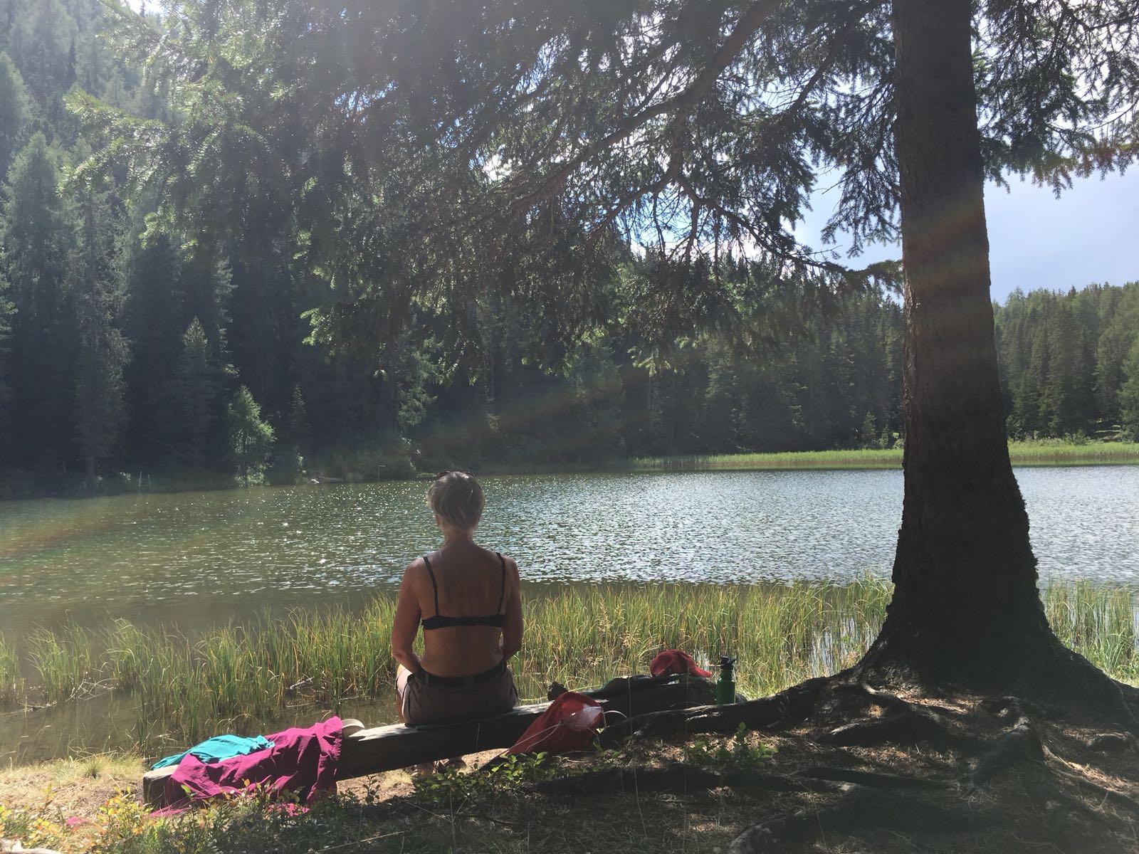 """""""Zeit, die wir uns nehmen, ist Zeit die uns etwas gibt."""" Am grünen See unterhalb des großen Mutzkopfes (1.800 M.ü.M.) in der Nähe von Nauders."""