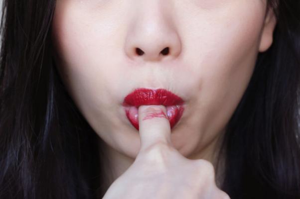 Lipstick on teeth hack