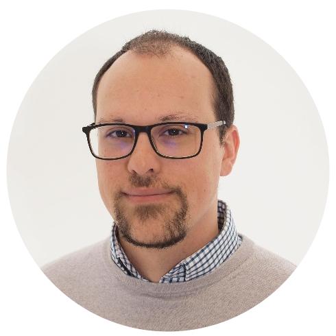 DANIEL SÁNCHEZ  Senior Developer  Ingeniero Técnico en Telecomunicaciones, Máster en Ingeniería Web (RIAtec) por la Universidad de Málaga, Front-End (React y AngularJS) developer.   t   l   e