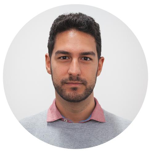 SANTIAGO CAMARGO  Senior Developer  Desarrollador Lemoncoder con experiencia en diversas tecnologías y especializado en React / Redux y aplicaciones en tiempo real.   t   l   e