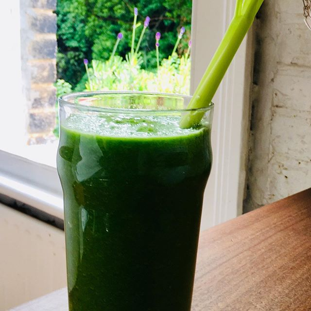 Forget botox and expensive creams. If you want beautiful skin you have to work from the inside out. Juice made with spinach, celery, cucumber and ginger. Ginger is packed with nutrients and anti-aging oxidants and celery is cleansing and great for skin too. #skinhealth #healthyskin #greenjuice #plantbased #londonlife #londonfoodie #healthyliving #nutrition #londonnutrition