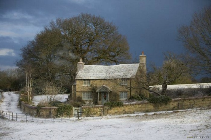 the holiday english cottage.jpg