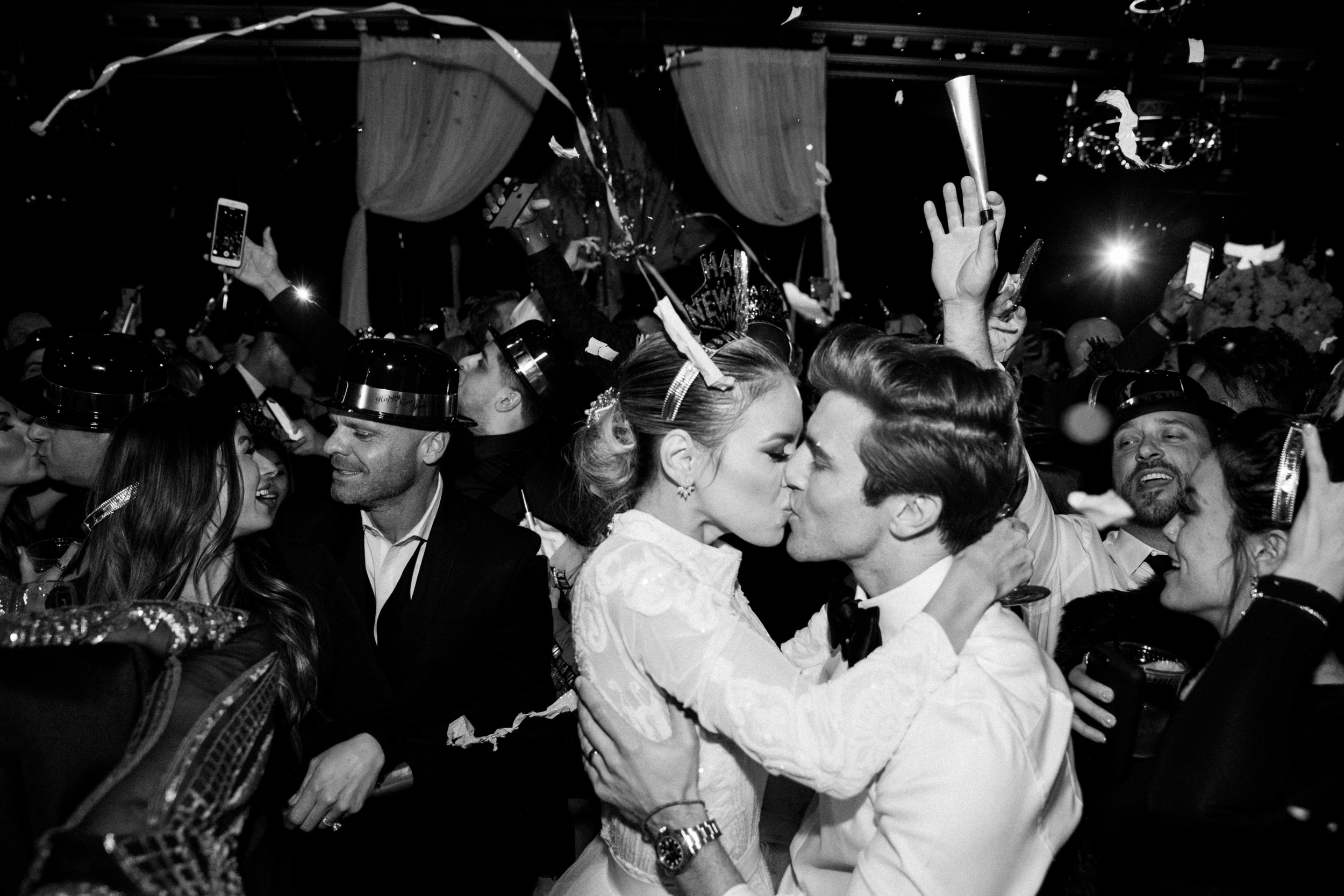 New years eve NYE Wedding bride and groom kiss villa siena