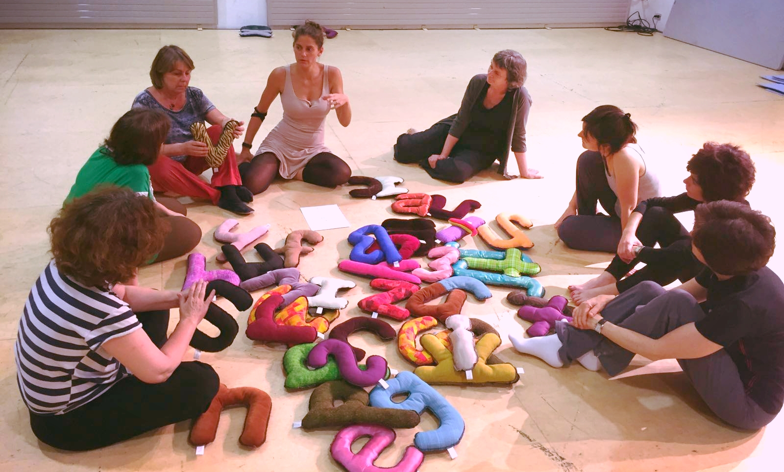 Giving a Colaianni Pillow phonetics workshop to teachers from the Insitut del Teatre in Barcelona.