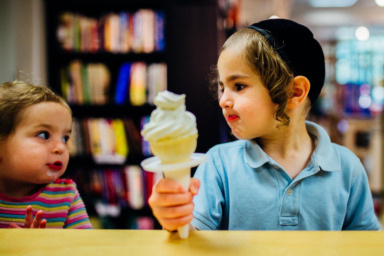 milwaukee-child-photographer-icecream-3.jpg