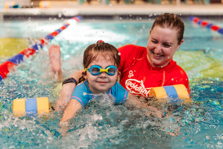 BlimieT-GoldfishSwimSchool-brookfield-milwaukee-underwater-swimming-4298.jpg