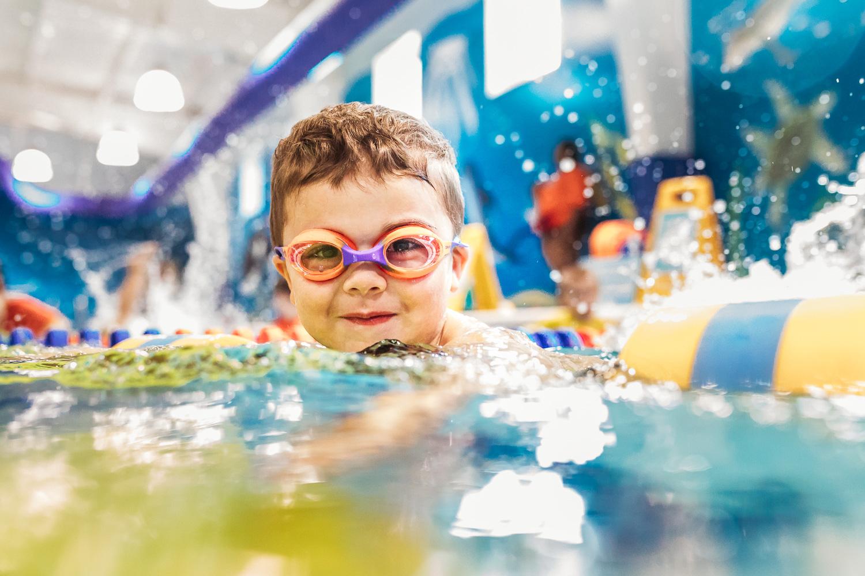 BlimieT-GoldfishSwimSchool-brookfield-milwaukee-underwater-swimming-6251.jpg