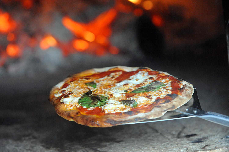 Outdoor pizza oven .jpg