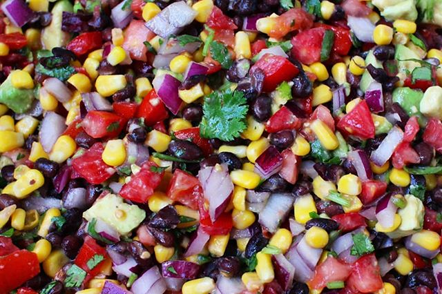 The recipe for this Fresh Black Bean & Corn Salsa is live (link is in my bio) 😍 Easy to make, easier to eat 🙌🏻 . We made this recipe in last week's Cooking with Chloe classes and I just finished my huge batch today! Already planning on making more tomorrow as it was the perfect summer food 👌🍅🥑🌱🌽☀️ . Fresh, bright, colorful, nutritious, utterly delicious, and perfect to share with others 💕 Doesn't get any better than that 🙏🏻 . . . #wholefoodplantbased #freshfood #healthyrecipes #glutenfreevegan #glutenfreerecipes #veganrecipes #veganappetizer #partyfood #weightlossrecipes #peacebeginsonyourplate #chloescleancuisine