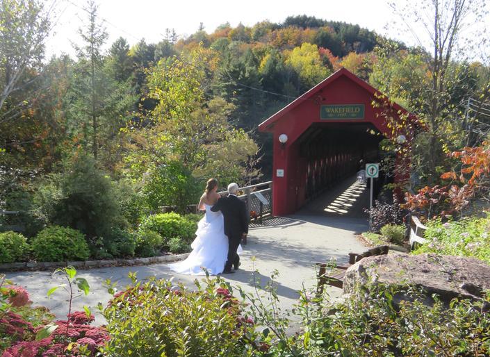 Mariages - Les services de mariage Fairbairn commencent à 500$ pour une cérémonie sur le pont. Pour plus de détails, consultez yourfairbairnwedding.ca