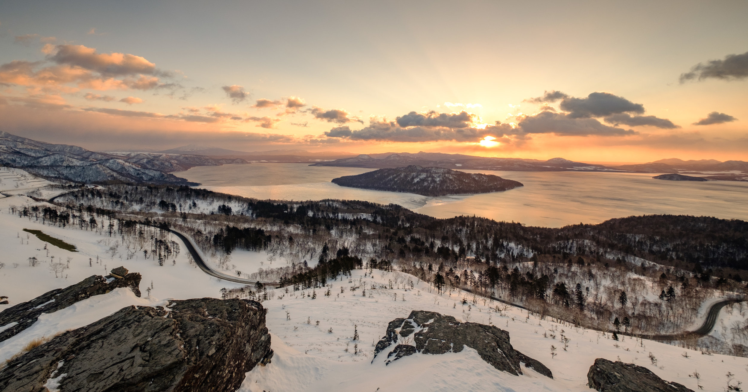 The sun rises over Bihiro pass - 10mm, F9, 1/55s at ISO200