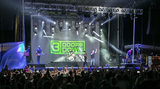 Throwback to our show with @3doorsdown last year