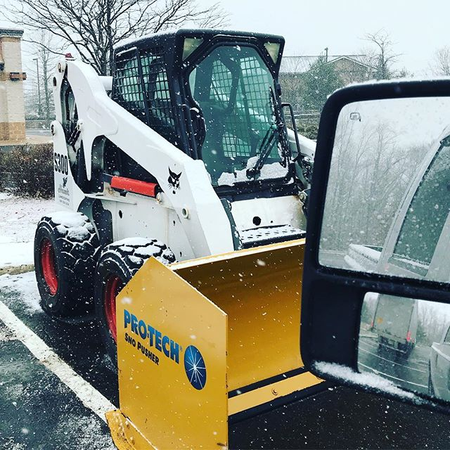 SnowCat #bobcat #skidsteer #hawklandscaping #snowremoval #protech @protechsnopushers #snowcat #🦅