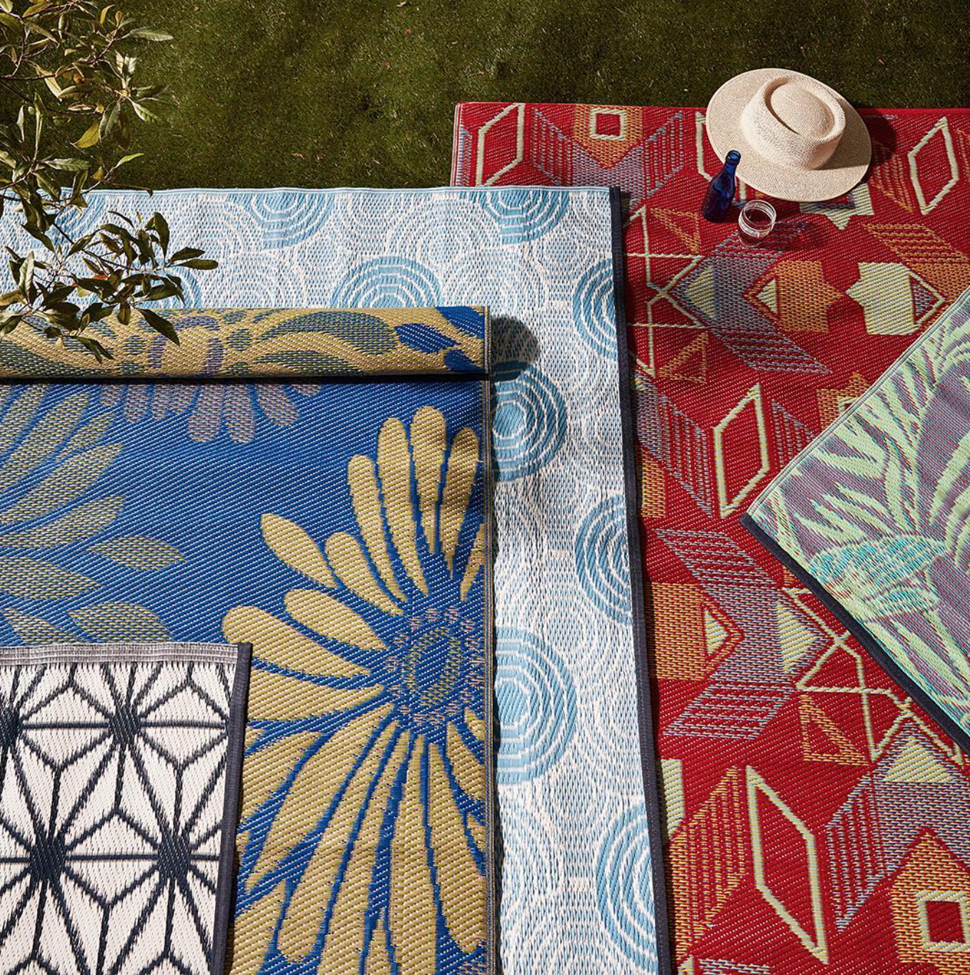 6. outdoor rugs define the space and are kind to your feet