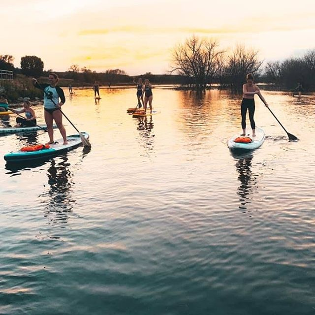 Friday nights with my @barrecode_dundee crew. 👯♀️ Shoutout to @neighborhood_offshore for this beautiful experience 🏄♀️ . #barrexboards #tbcoutdoors #guidedpaddleboard #fridaynightvibes #barrecodebabes #barrecodelove #thebarrecodedundee