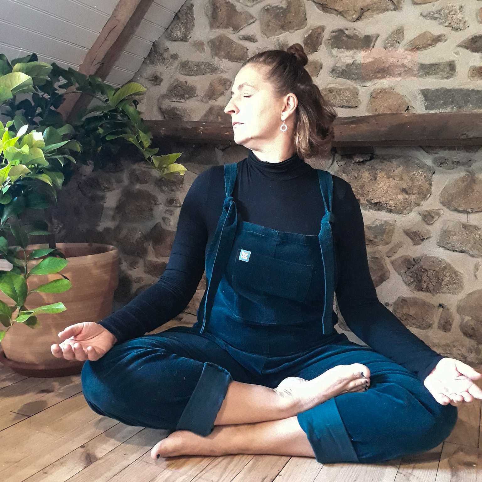 Next, on an exhale turn the face to look over the right shoulder and inhale back to centre. Repeat to the left and do two more rounds like this. -