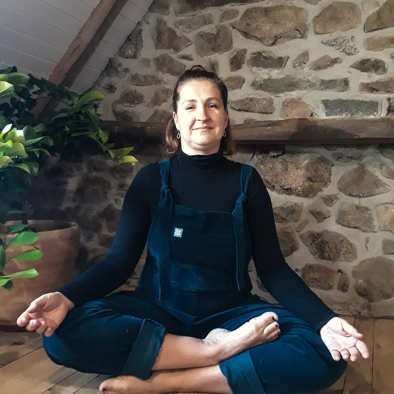 When you've finished come back to neutral and allow the breath to settle. Lift and lengthen your spine and take one more full deep breath. Thank yourself for taking these 5 minutes. Move slowly and see if you can take the feeling of quiet and calm with you into the next part of your day. -